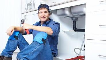 Einbau einer Küchenspüle durch den Klempner